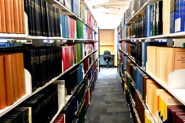 大学の図書館のイメージ画像