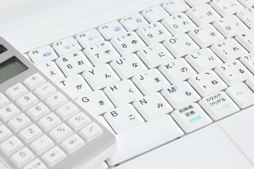 キーボードと電卓